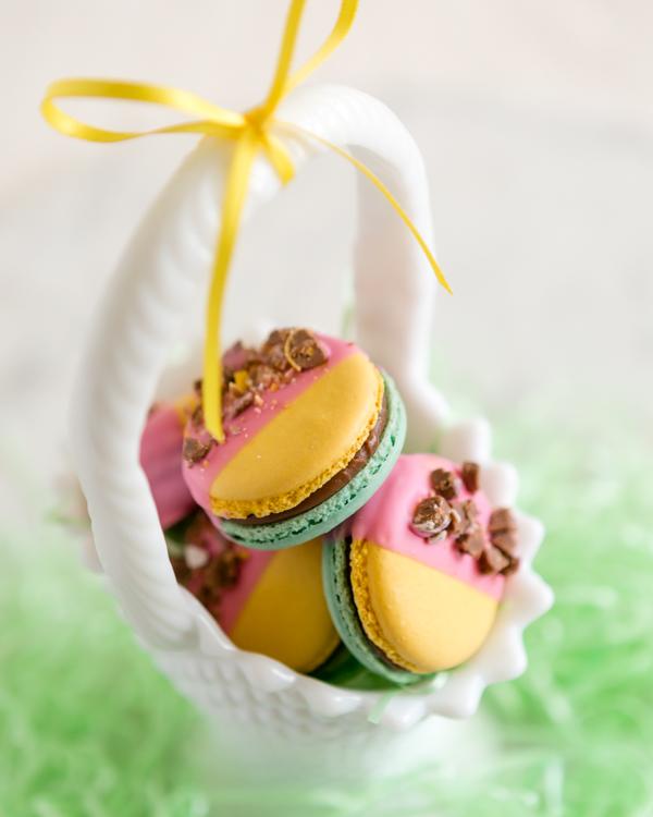 Mini Egg Easter Macaron